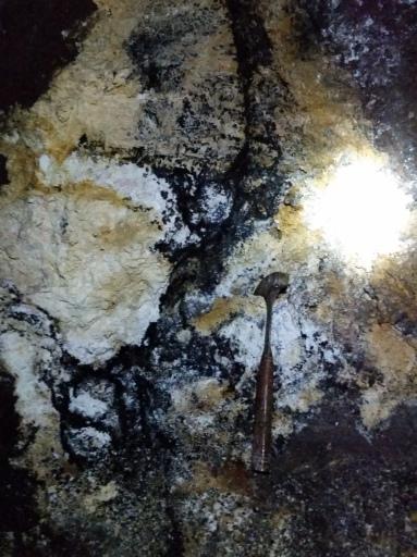 Halloysite (white), Limonite (yellow), Manganese (black), Goethite (red)